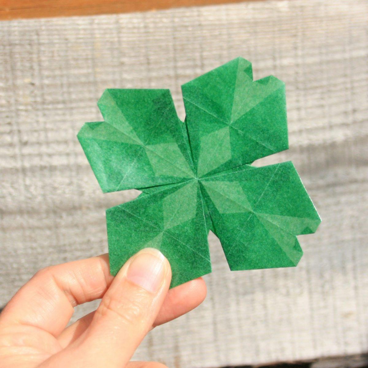 Origami clover